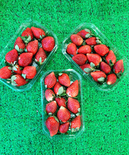 Load image into Gallery viewer, Strawberries  - large punnet 400g