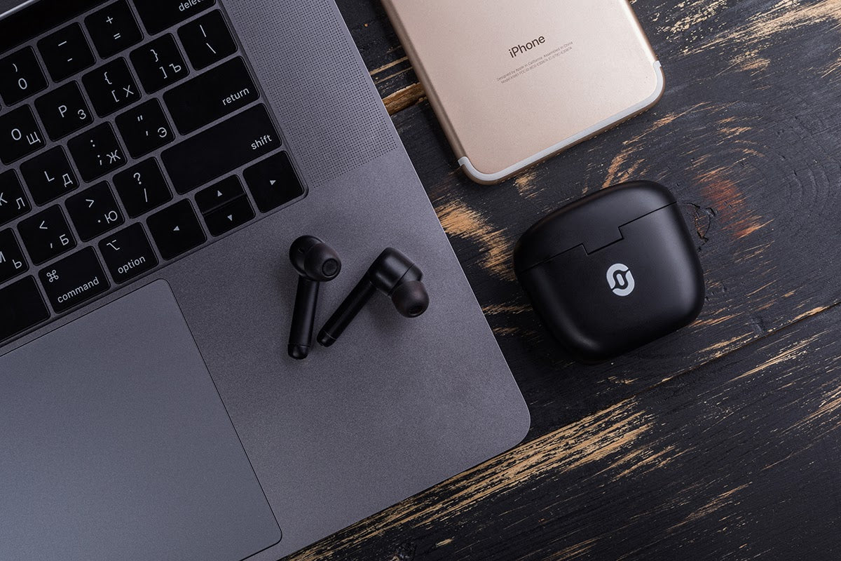 Laptop-phone-wireless-earbuds-kit