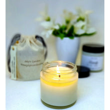 Laden Sie das Bild in den Galerie-Viewer, Amber Noir, Duftkerze 110g - July's Candles