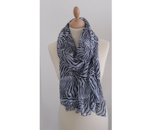 Animal print scarf black white