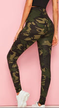 Load image into Gallery viewer, Camouflage Print Leggings