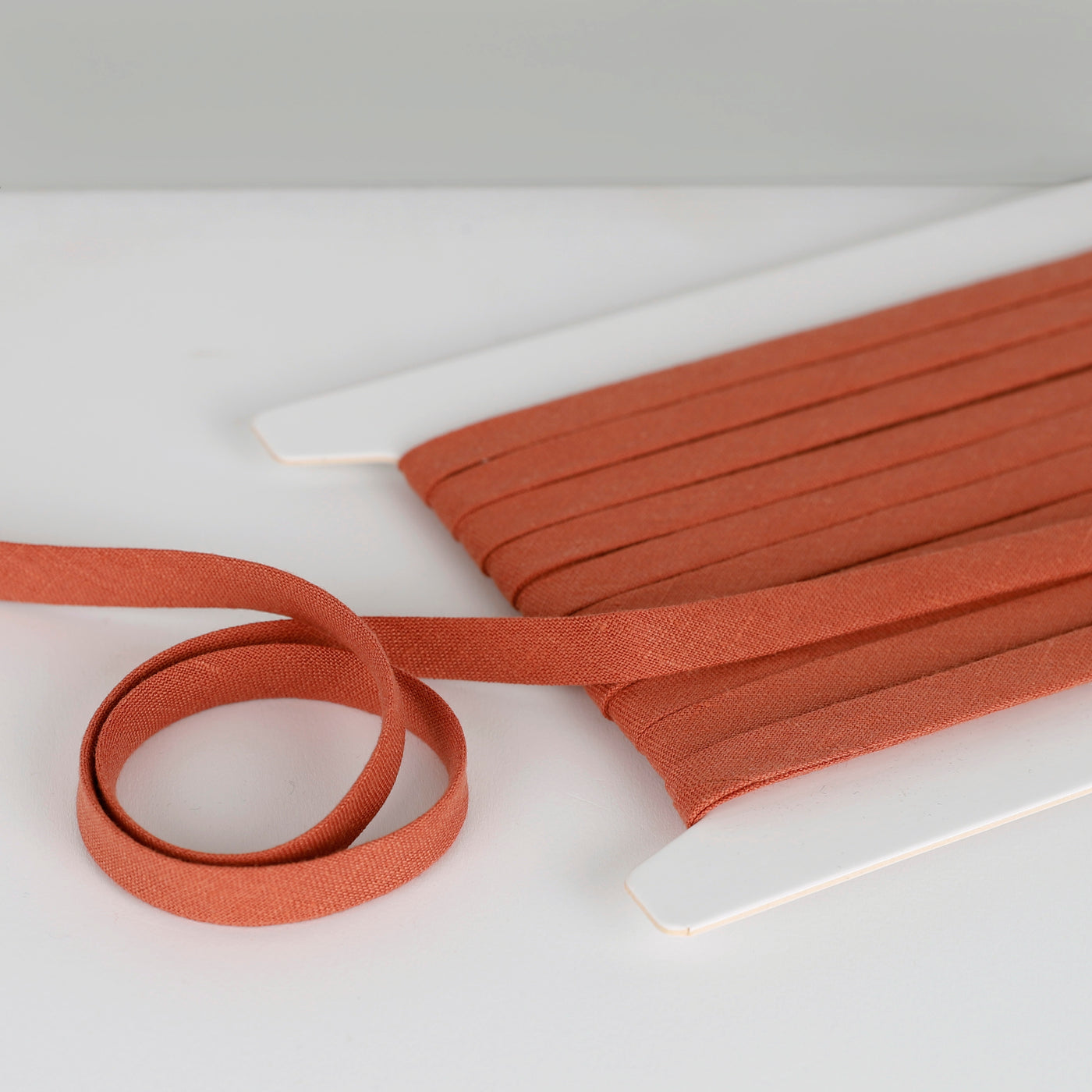 Vintage Finish Linen Bias Binding - Red Clay