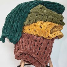 Load image into Gallery viewer, Chunky Chenille Throw - Peacock - re-souL
