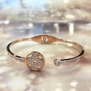 "7-Degrees Exclusives Stainless Steel Bangle ""Lucky Clover"""