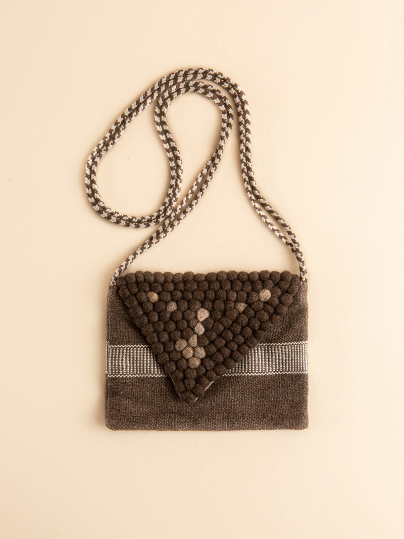 Intangible heritage technology women's bag, hand-woven with natural fibers, eco- friendly products.