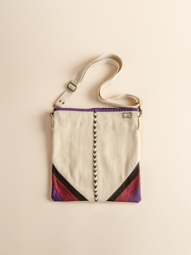 The traditional handmade bags return to nature and show you the prairie style.