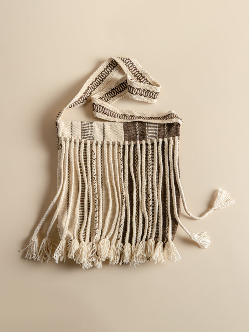 Traditional craftsmanship, long tassel handmade bag, take you to experience the prairie style.