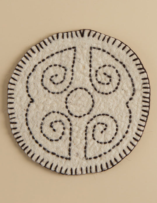 Intangible heritage craftsmanship, traditional hand-woven table mats, quality life guarantee.
