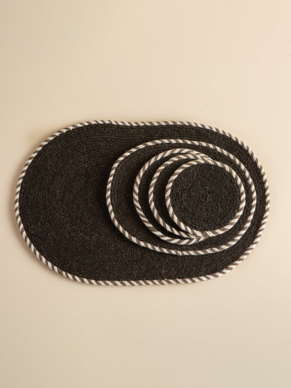 Traditional handmade table mats, intangible heritage craftsmanship, minimalist style, simple and practical.