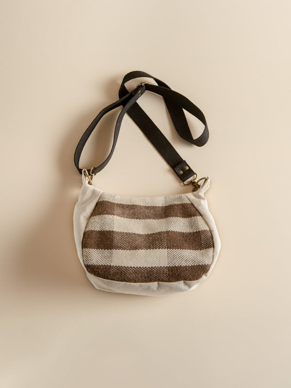 Minimalist style travel bag, hand-woven with natural fibers, eco- friendly products.