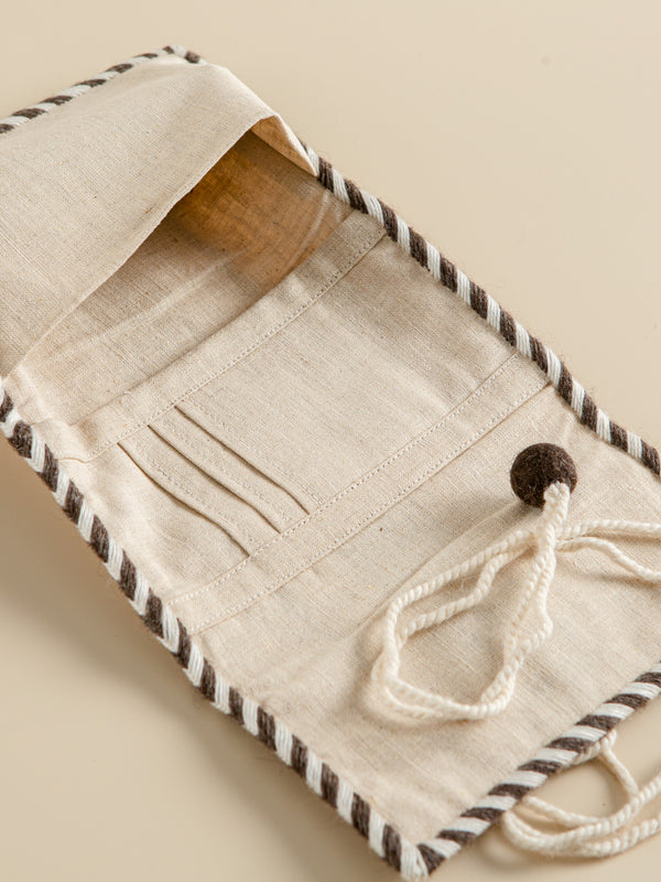 Traditional craft wallet, hand-woven with natural fibers, eco- friendly products.
