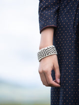 Traditional craft wristband, yak wool material, fashionable and comfortable.