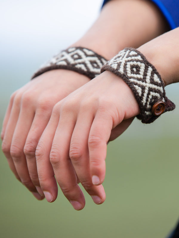 Ethnic hand-woven bracelets, natural fibers, the perfect combination of tradition and fashion.