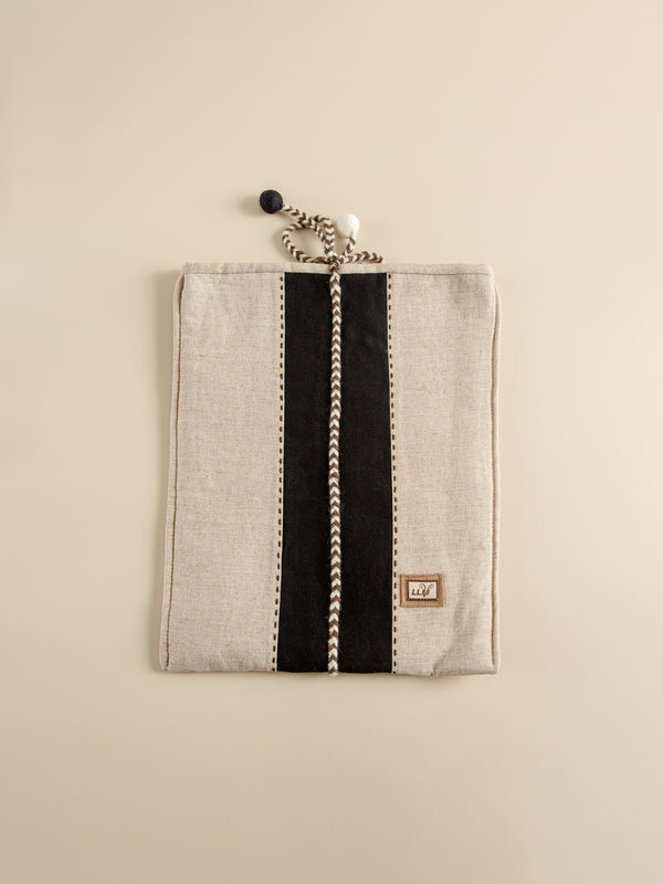 Traditional hand-woven ipad inner bag, fashionable and safe.