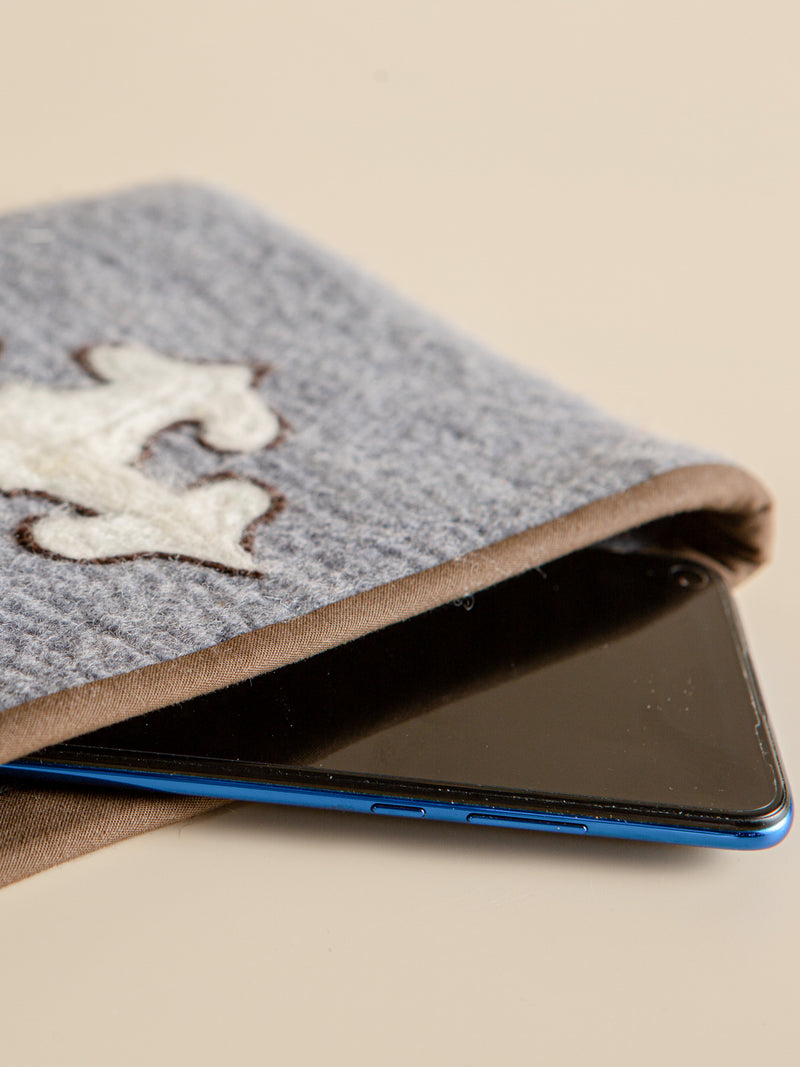 The traditional embroidered ipad liner bag is fashion, safe and unique.