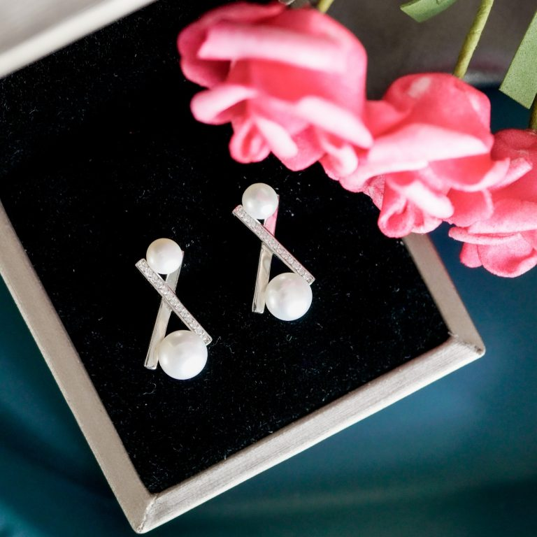 Gifts for Her: The Modern, Beautiful Genuine Pearl: Pearly Lustre Giveaway