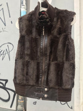 Load image into Gallery viewer, Faux fur zip up vest