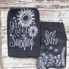 Load image into Gallery viewer, Rustic Black And White Spring Towel Set