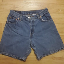 Load image into Gallery viewer, Vintage Levi's Women's Jean Short Size 6