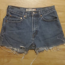 Load image into Gallery viewer, Vintage Women's Levi's Jean Shorts 505 Size 31