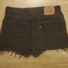Load image into Gallery viewer, Vintage Levi's Women's Jean Shorts 516 Waist 34