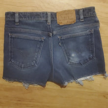 Load image into Gallery viewer, Vintage Women's Levis Jean Shorts 517 Size 31