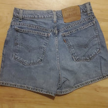 Load image into Gallery viewer, Vintage Levi's Women's Jean Shorts 912 Size 11