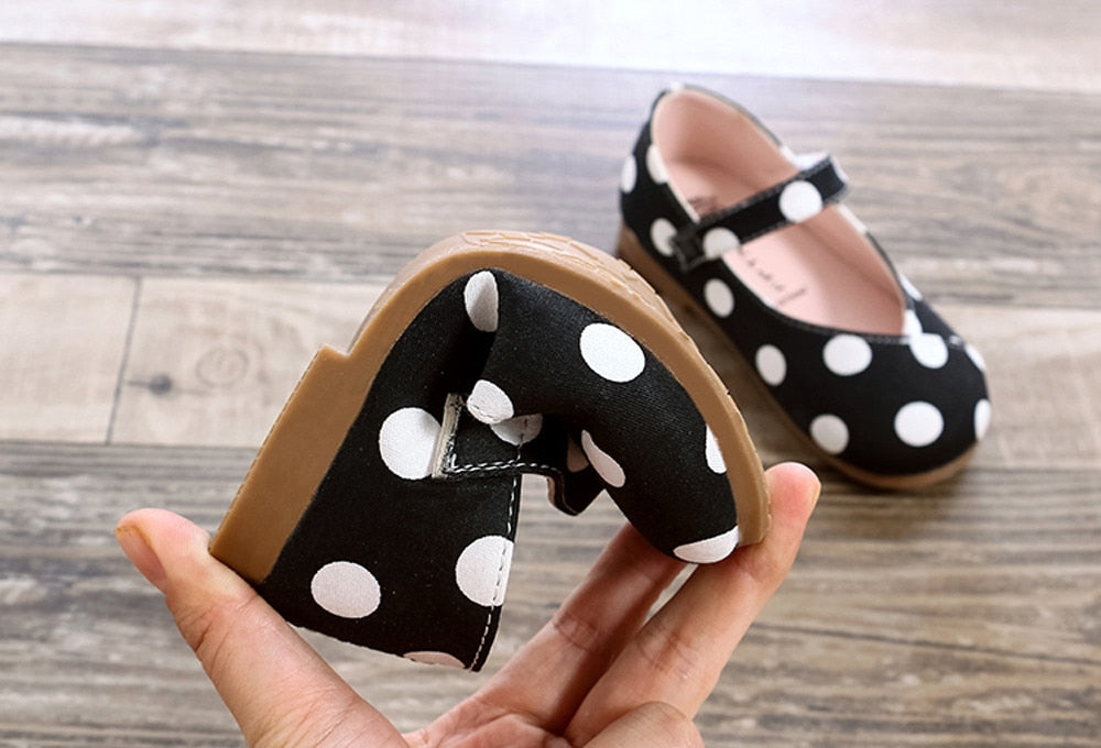 lovebabymammy.com 2020 Newborn small shoes female baby princess Girls Shoes baby carriage crib children beginners soft bottom shoes Zapatos #D