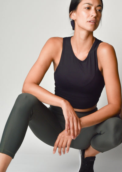 Sustainable activewear Good Days Form crop top black