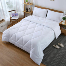 Load image into Gallery viewer, DreamZ Microfibre Reversible Quilt Duvet Cover and Pillowcase Set in Super King