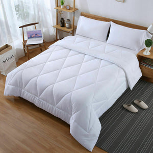 DreamZ Microfibre Reversible Quilt Duvet Cover and Pillowcase Set in Super King