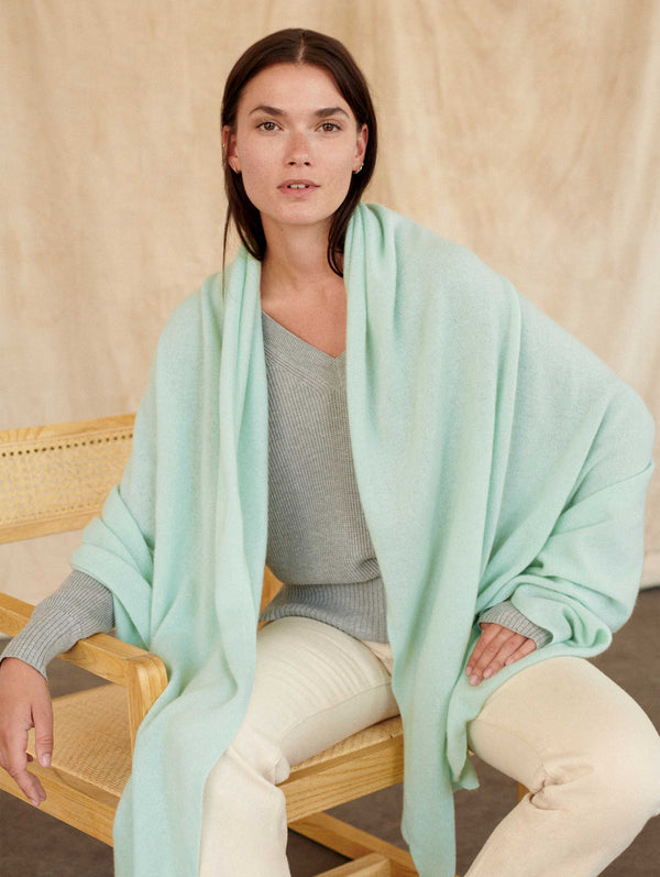 CASHMERE TRAVEL WRAP - CUCUMBER