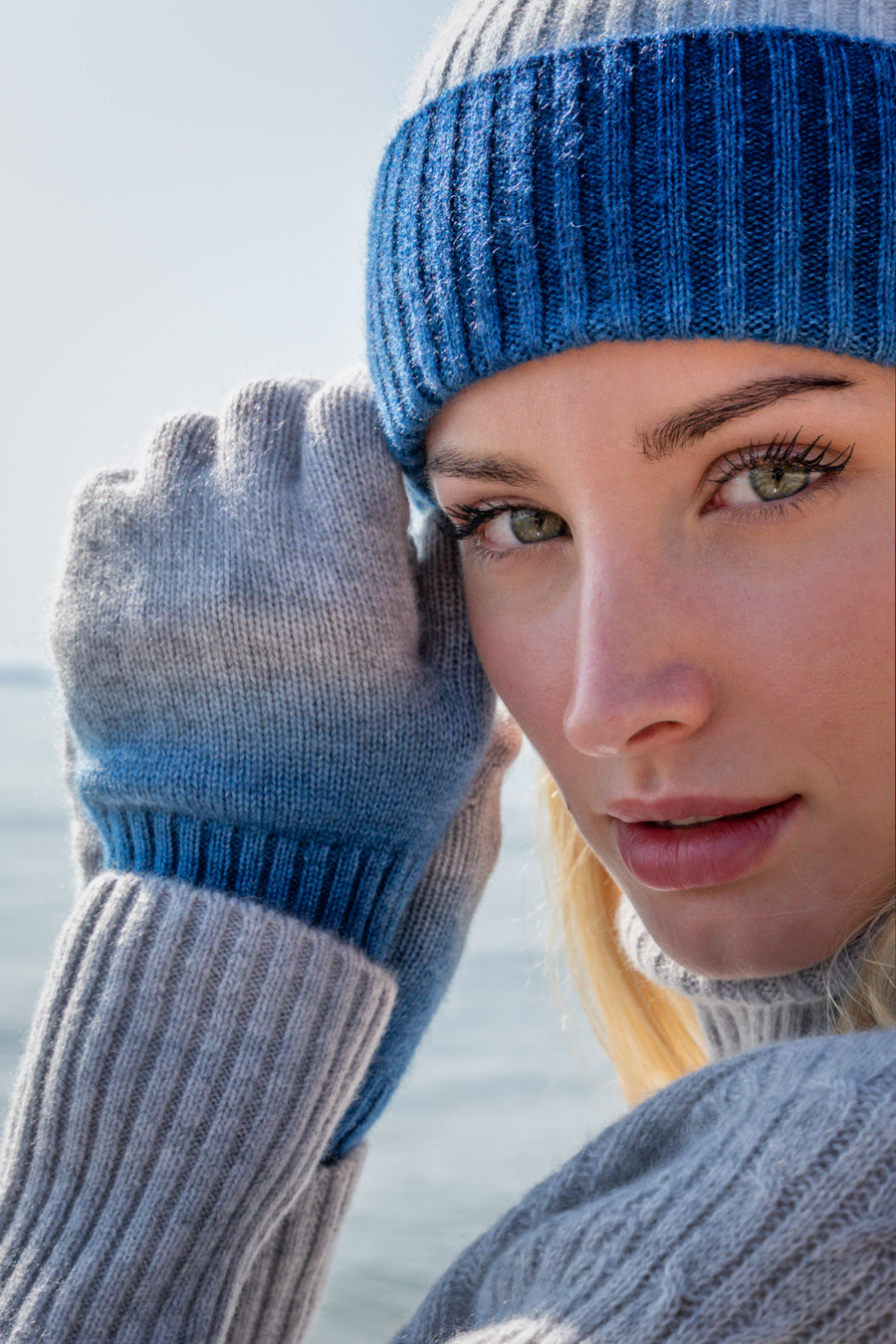 Sustainable Cashmere Glove - Blue Dip-Dye