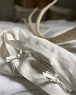 Afbeelding in Gallery-weergave laden, White linen duvet cover