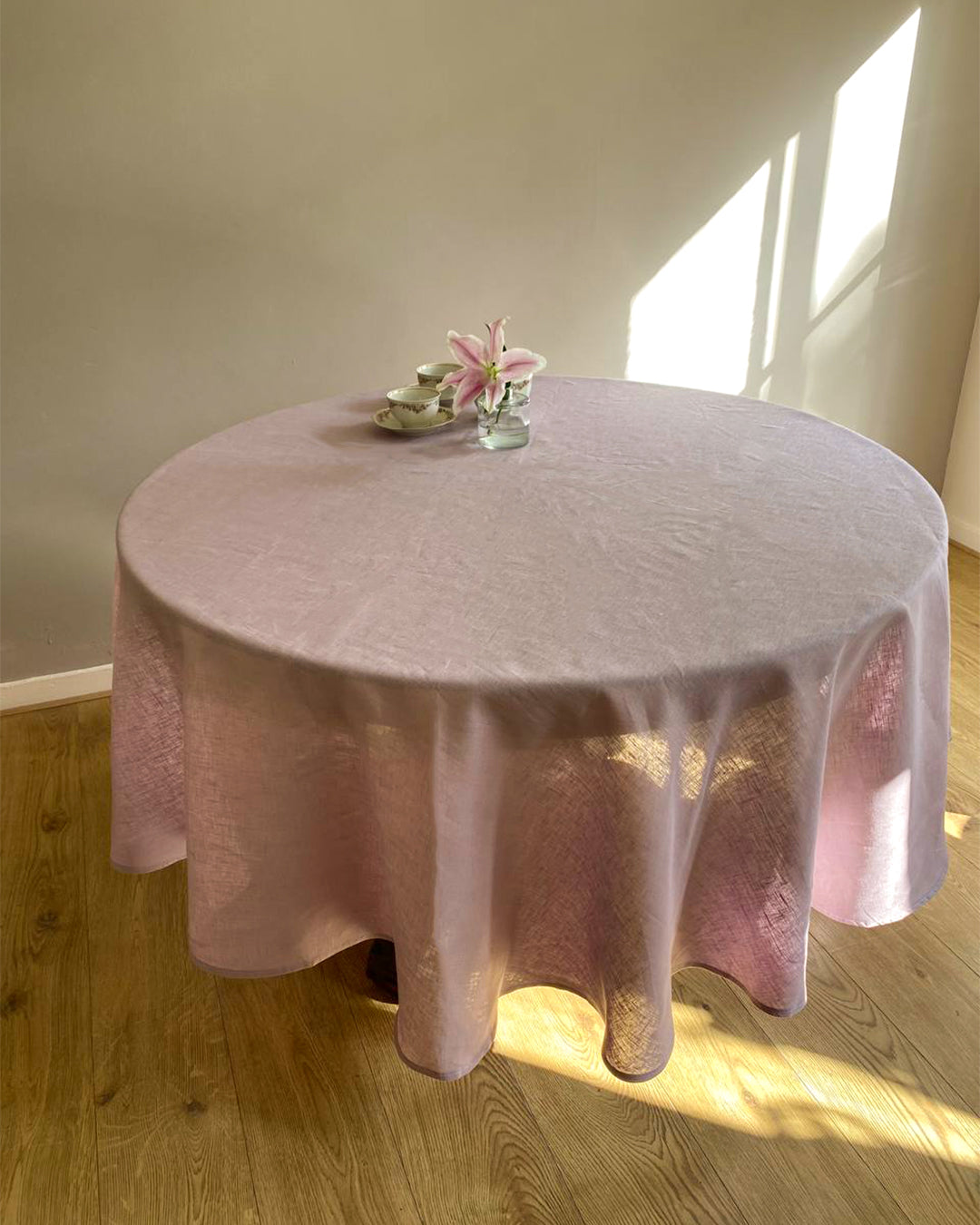 Round tablecloth from soft linen in lilac