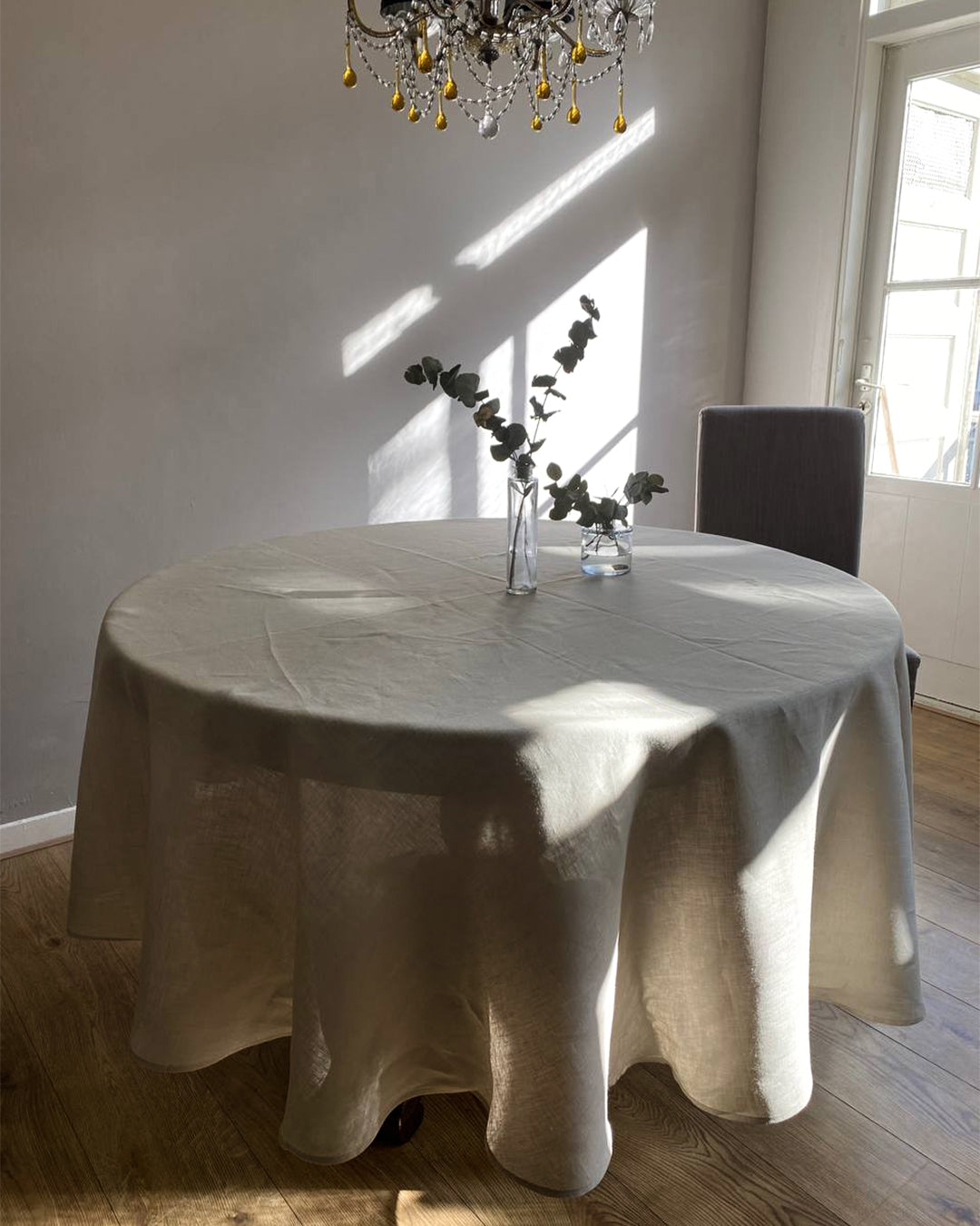 Round tablecloth from soft linen in Safari colour