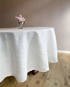 Round tablecloth from soft linen in white