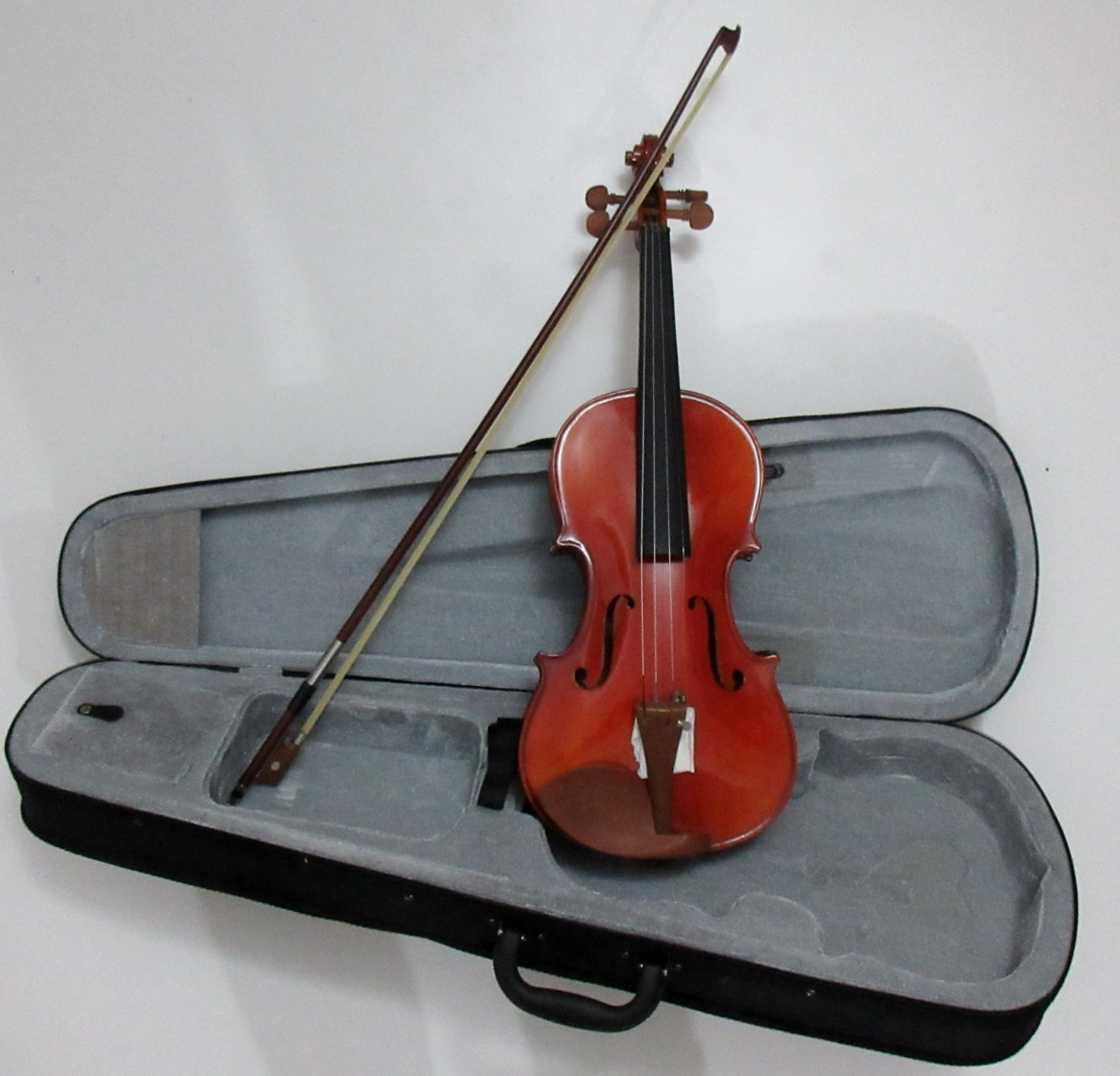 Violin, solid wood, sizes available: 4/4, 3/4, 1/2. 1/4, 1/8, 1/10, 1/16 实木小提琴