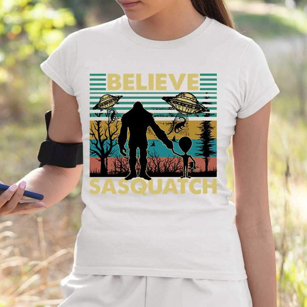Believe Sasquatch Vintage Retro Bigfoot and Alien Gift T-shirt S By AllezyShirt