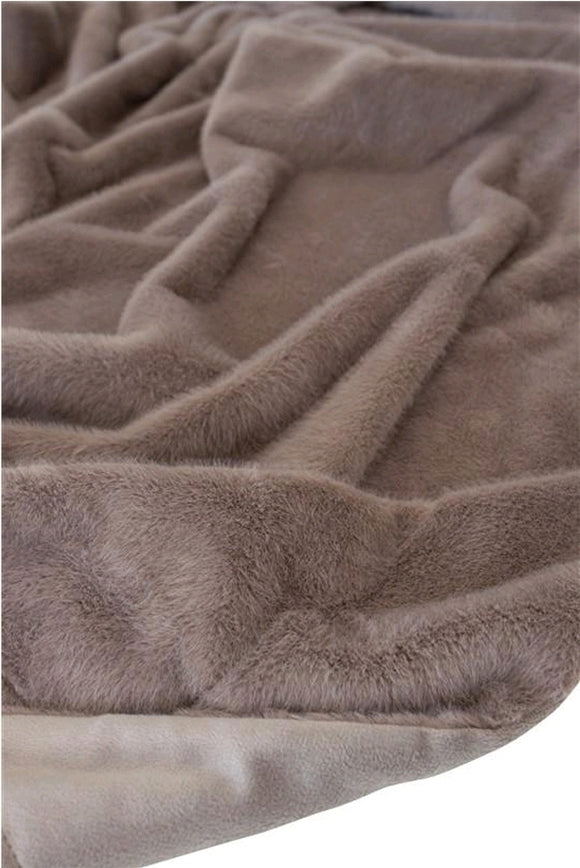 Fur Throw colour Taupe