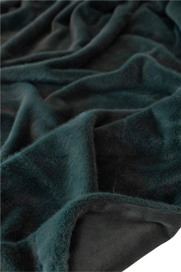 Fur Throw colour Pine Green