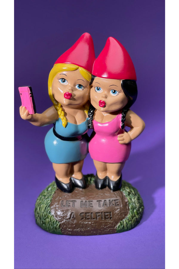 The Selfie Sisters Gnome