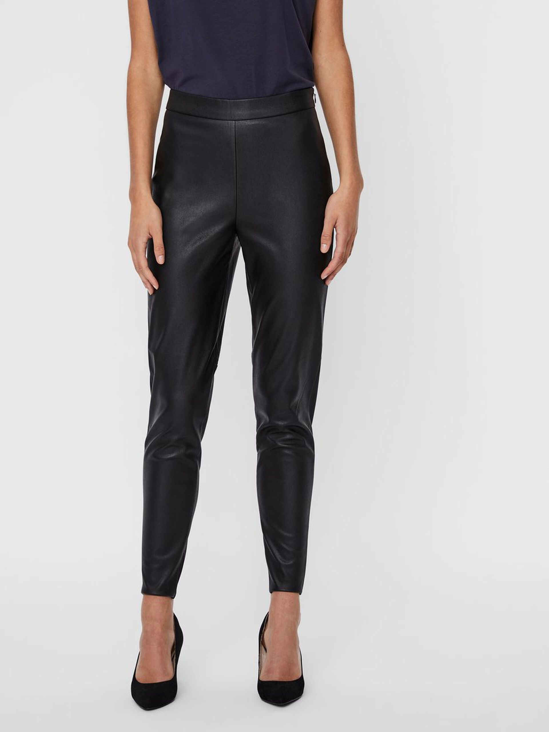 Vero Moda Janni Faux Leather Leggings- Black close up front