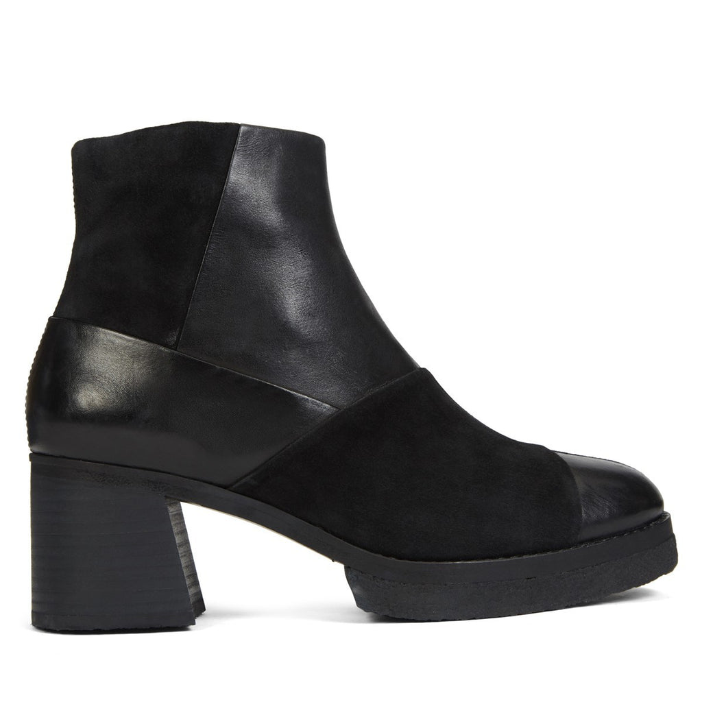 Clarks - Nadia Zip - Black Multi - FRS