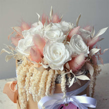 Load image into Gallery viewer, Petite white rose hat box