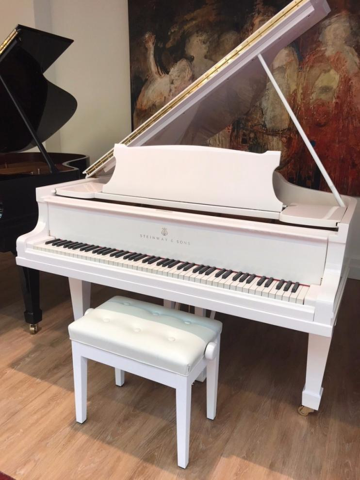 Steinway & Sons O-180 Wit