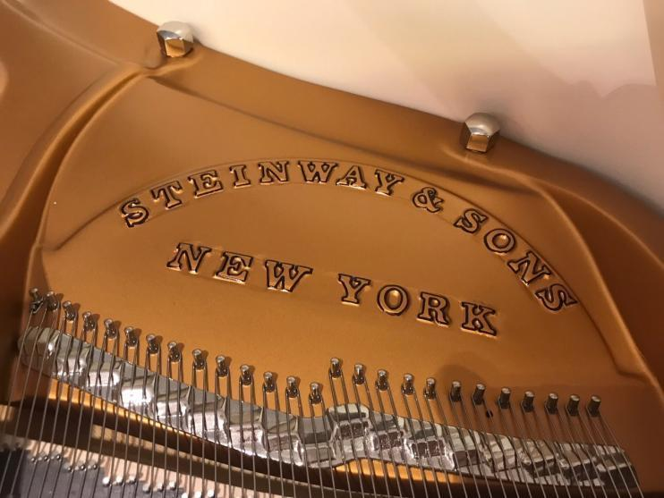 Steinway & Sons O-180 Wit 3