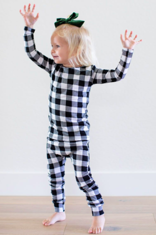 Cozys - Buffalo Plaid Two-Piece Pajamas in Black and White
