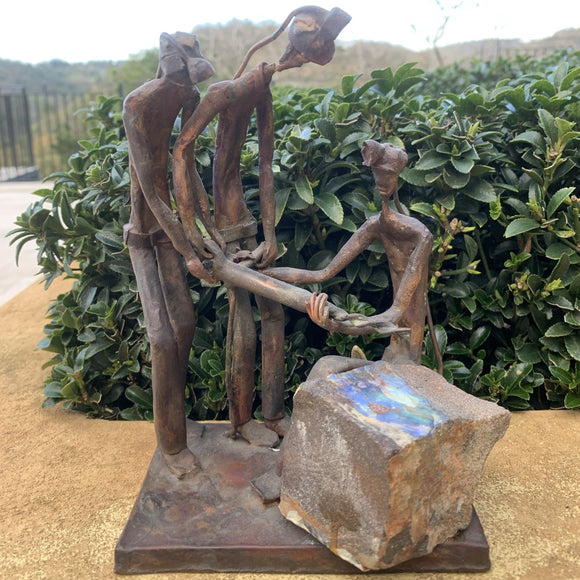 Opal miners sculpture ' Drilling for opal'