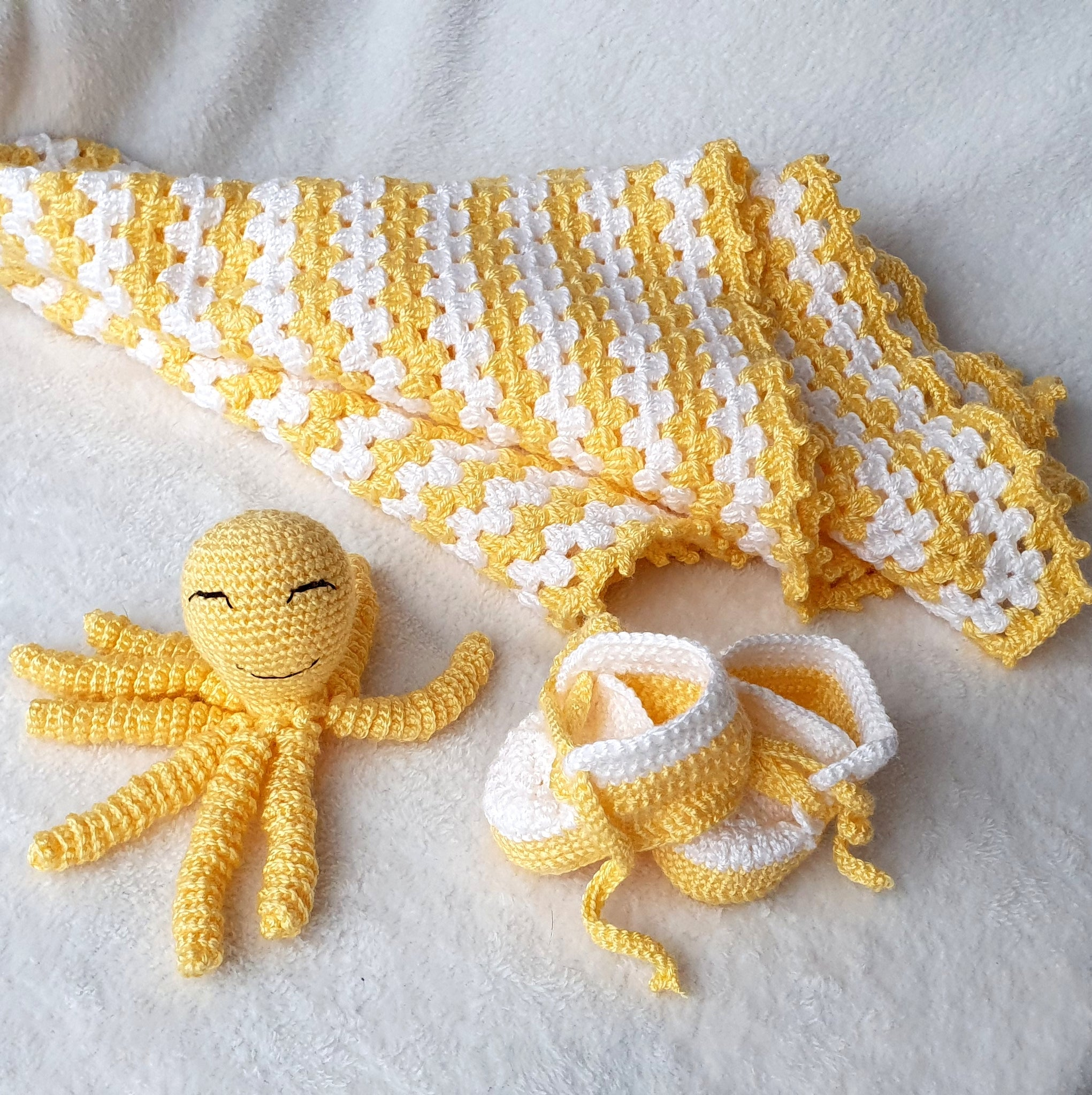 Baby Boy Girl Crochet Gift Box - Blanket, Shoes, Toy